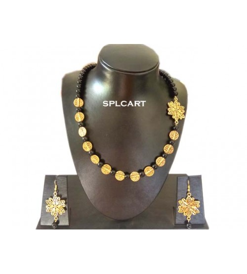Splcart Glass Beads With Mogoppu Style Neckset (Black)